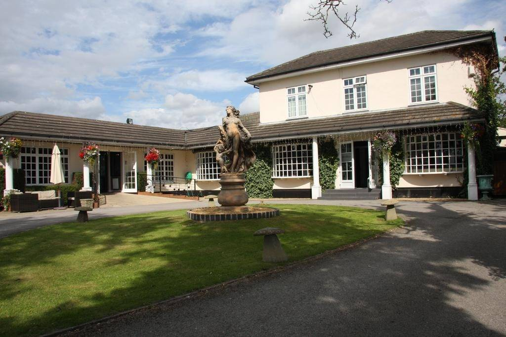 Outside View Of Littleover Lodge Hotel in Derbyshire